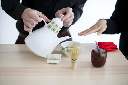 mobile_hospitality_chmararosinke_tea_ceremony_450x300_016